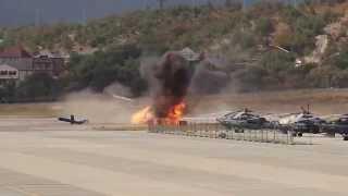 Крушение вертолета МИ 8 в Геленджике (момент катастрофы)(Крушение вертолета МИ 8 в Геленджике 04.09.2014, снял сотрудник аэропорта. Вертолет Ми-8 потерпел крушение в..., 2014-09-05T08:39:02.000Z)