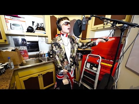 Bexey - In The Kitchen with No Jumper