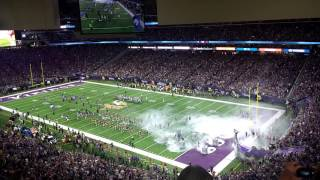 Vikings run onto the field at U.S. Bank Stadium