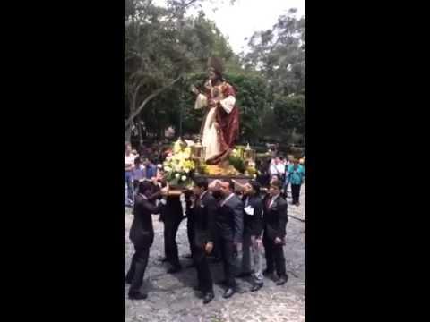 Bailan al Sagrado Corazón de Jesús al ritmo de Cumbia
