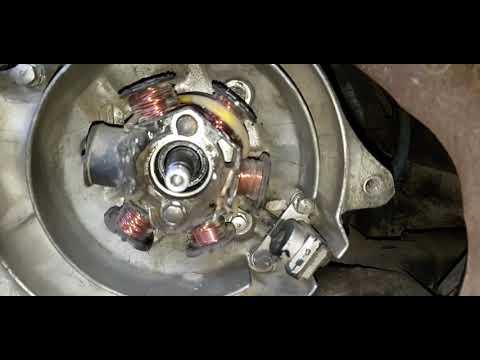Снимаем генератор меняем сальник Honda Dio Af18