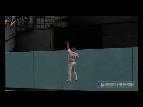 Tori Hunter robs Andre Ethier of a homer in MLB th...