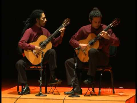 Brazil Guitar Duo plays Rameau: Gavotte avec 6 doubles (Movimento Violão)