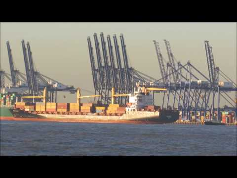 Container ship Newyorker arrives to a hazy Felixstowe 4th December 2016