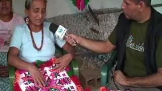 Mujeres huastecas y el bordado artesanal