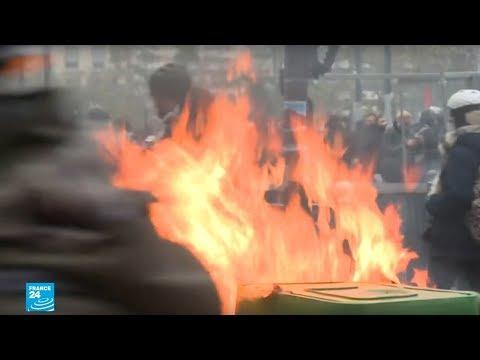 فرنسا: نيران وسيارات مقلوبة وغاز مسيل للدموع واعتقالات إثر احتجاجات جديدة لحركة -السترات الصفراء-  - 12:01-2019 / 11 / 18