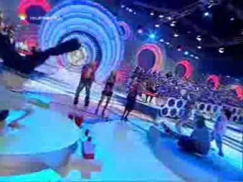 Natalia presenta la sección Karaoke Kid del Grand Prix