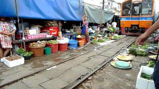 Maeklong Railway Market I on 20110611 thumbnail