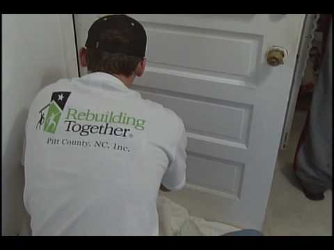 ECU Students Volunteer for Rebuilding Together