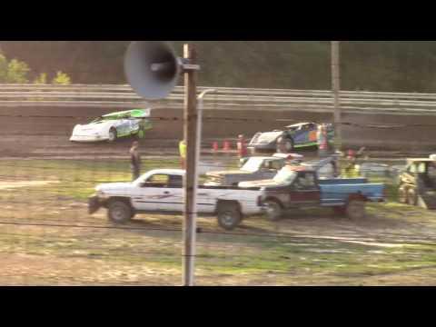 Hummingbird Speedway (6-17-17): BWP Bats Late Model Heat Race #1
