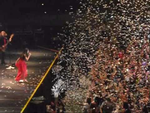 Selena Gomez en Chile .Naturally & Magic