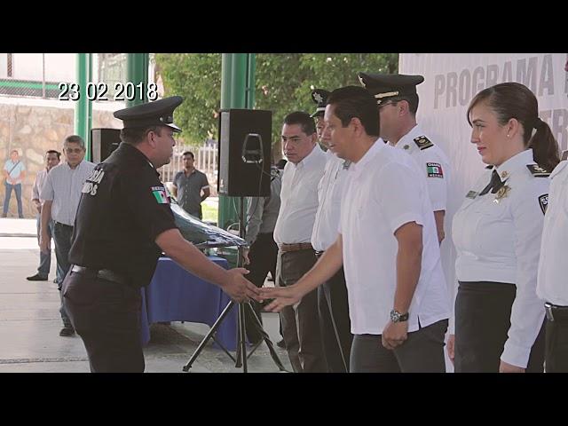 Llaven Abarca encabeza segunda entrega de uniformes a elementos de seguridad