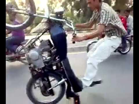 画像: Crazy motorcycle stunt in Pakistan youtu.be
