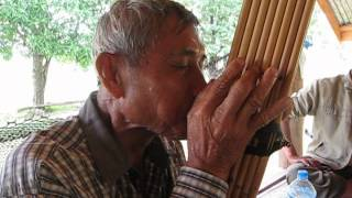 Lao Khaen Master Nouthong Phimvilayphone playing Lai Yai