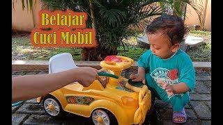 Bayi 2 Tahun Belajar Cuci Mobil.