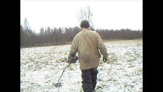 Зимний коп в лесу на фундаменте .