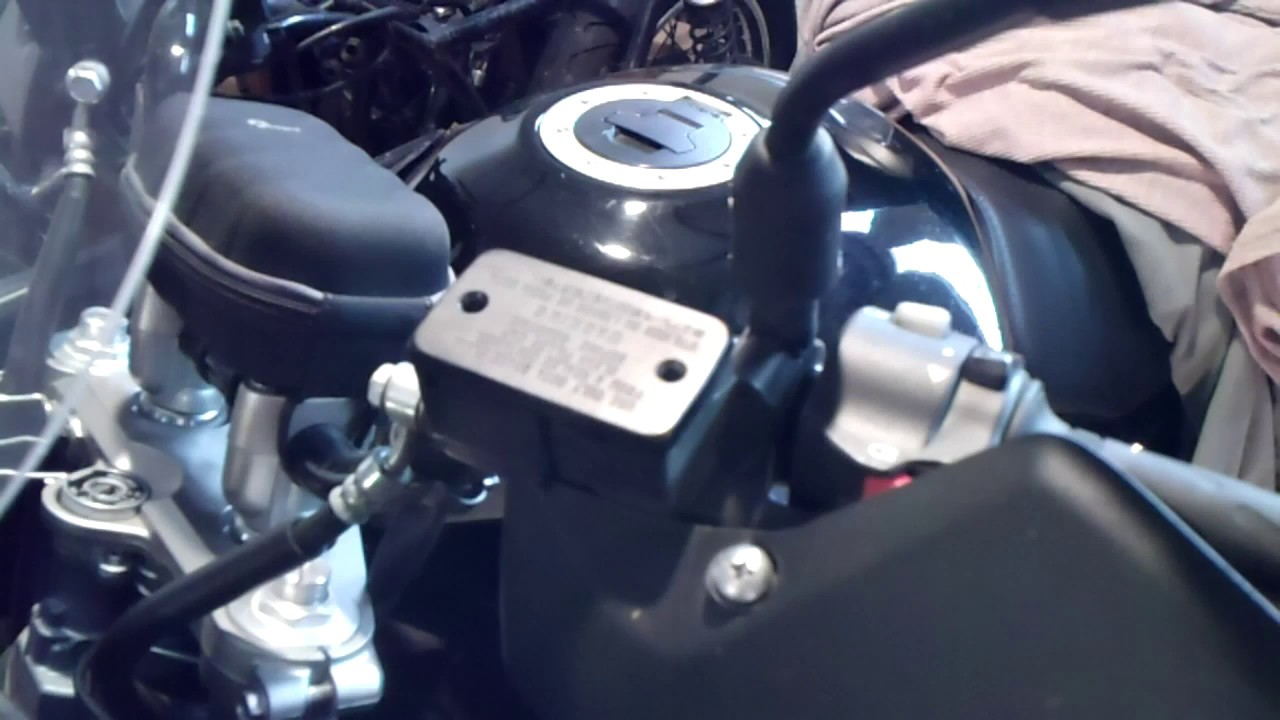 How To Change Brake Fluid >> Clutch Fluid Change Suzuki V-Strom 1000 - YouTube