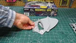 Lindberg 1/48 Roswell UFO with Alien Figure Model Kit # 91005 Score...