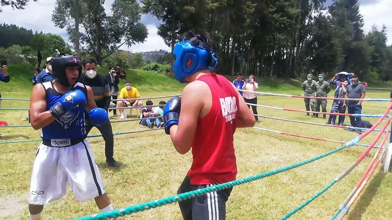 Edwin Escaribay (el Club de la pelea) vs. Justin Caldas y Ángel Guerrero