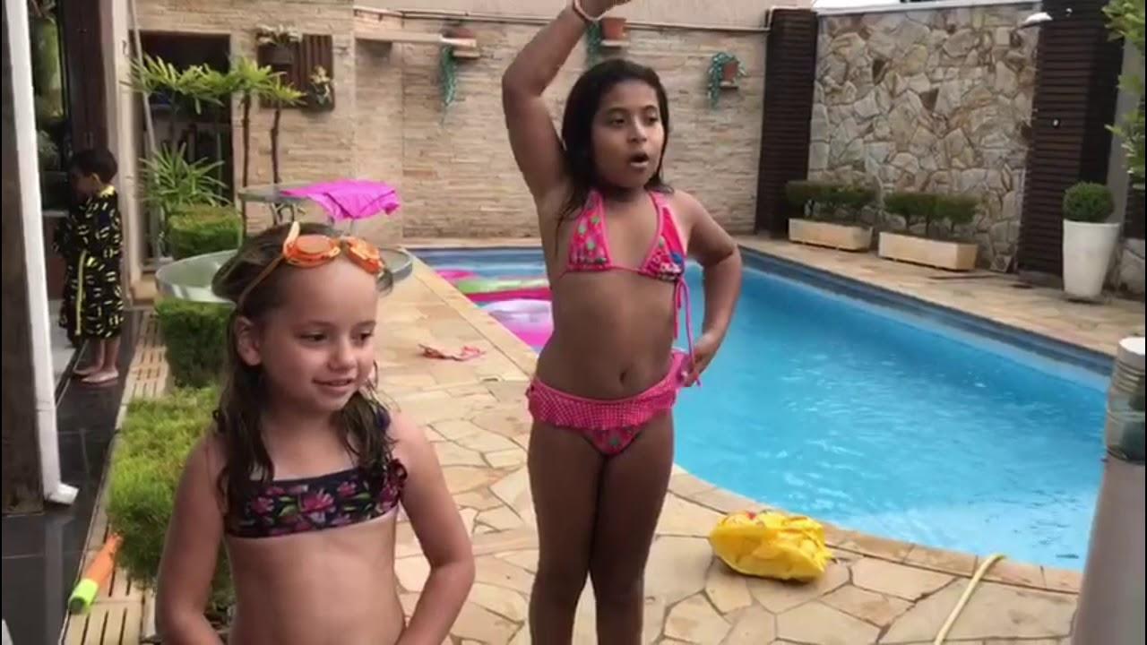 Desafio da Piscina 🌊 (ft. Manu e Tata) - YouTube