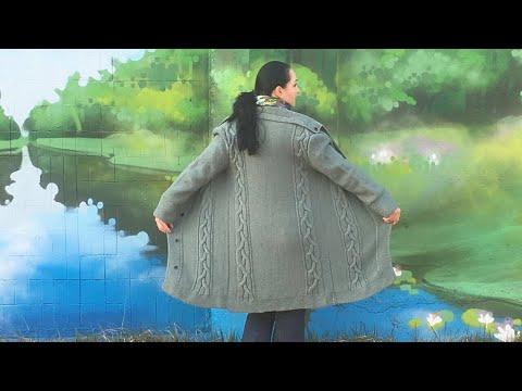 Вязаный пальто спицами