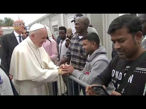 Le pape François rencontre les migrants et le personnel d'assistance du centre d'accueil de Bologne