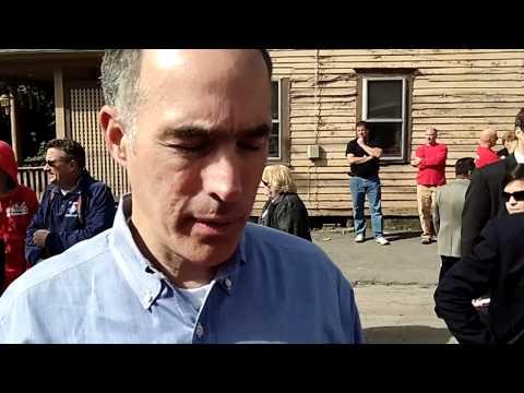US Senator Bob Casey, PA, praises Red Cross flood response