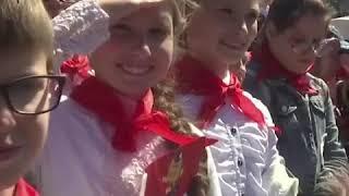 俄罗斯少先队入队仪式在莫斯科红场举行