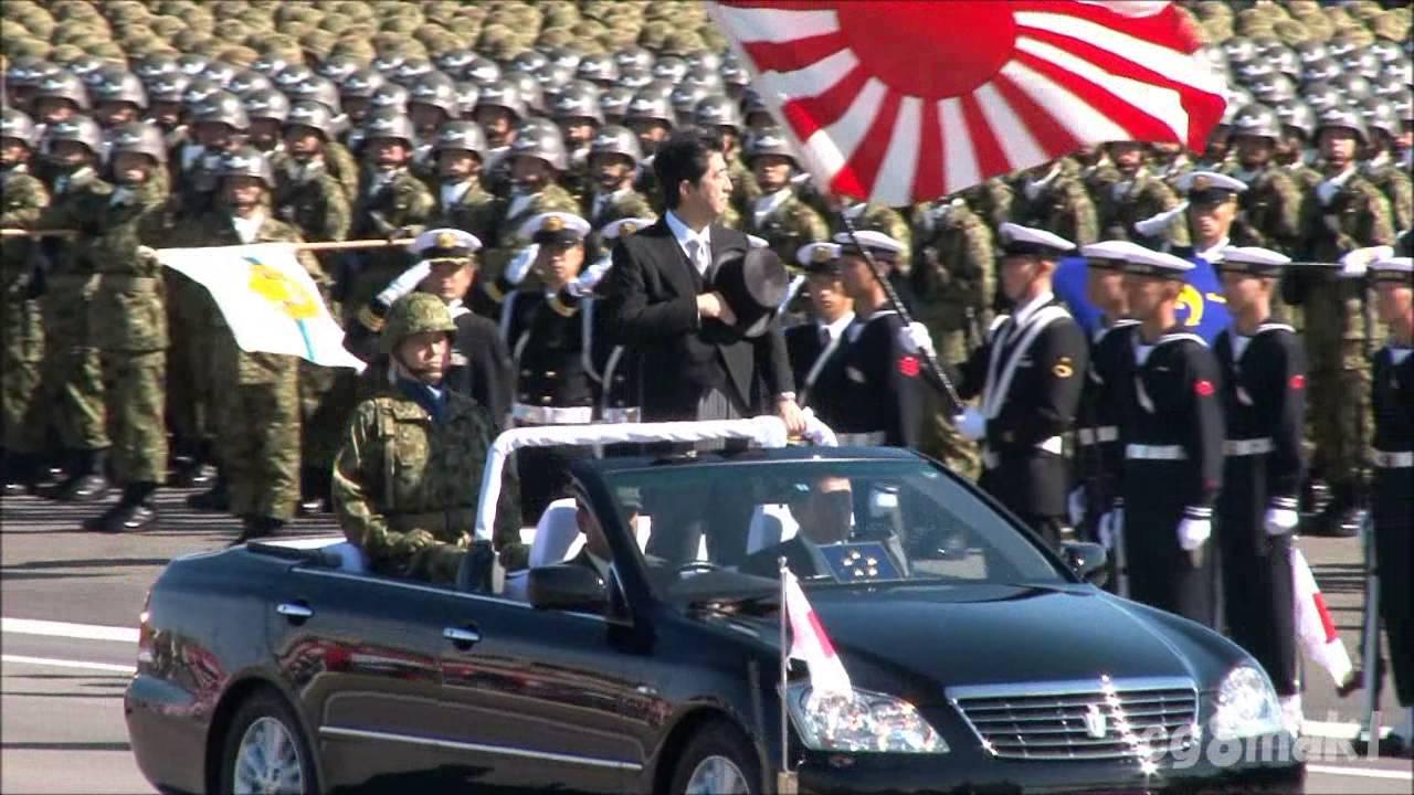 平成25年 自衛隊観閲式 安倍総理巡閲 - YouTube
