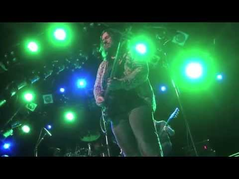 Tommy Denander breaking string live with Evertune