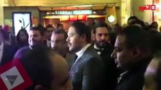 تزاحم وسائل الإعلام على رامي عياش في العرض الخاص لفيلم «باباراتزي» (اتفرج)