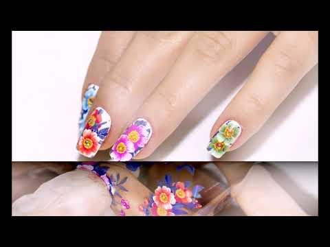 Дизайн ногтей с помощью декоративной переводной фольги.