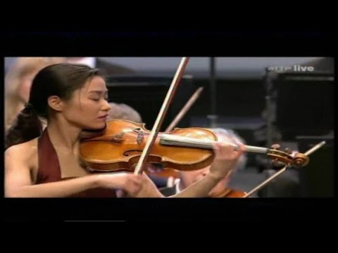 Sayaka Shoji plays Schubert : Rondo for violin and strings in A major, D.438