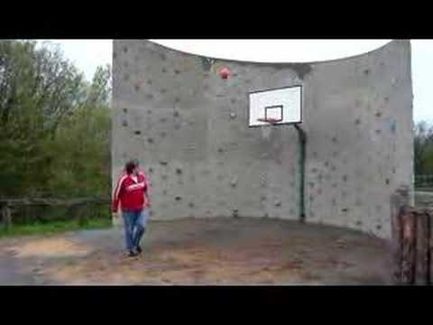 jbbg plays basketball