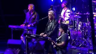 Hall & Oates - You Make My Dreams - TD Garden, Boston 6-24-2017