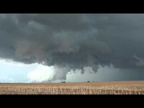 Beautiful Supercell incl. massive Tornado (3 to 4km away) in Lebanon, Kansas