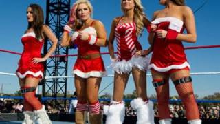 Tribute to the Troops: Eight-Diva Santa's Helpers Match