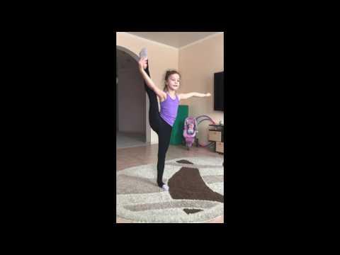 Юная гимнастка, Ксения 7 лет