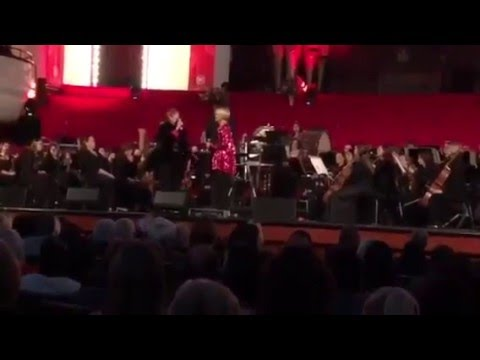 Kim Kallie, Judy Page, Albert Combrink - Diva's Unite 2015 (Mother's Medley)