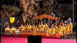 Balinese Gamelan - Kebyar style (Bali Arts Festival 1997)