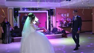 Невеста поёт песню Жениху