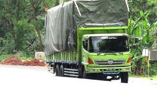 Truk Tronton Hino Bawa Muatan Tinggi Kuat Banget Ditanjakan