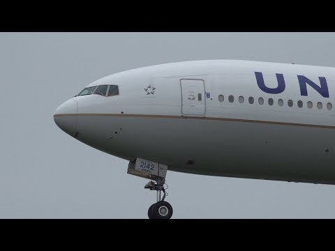 United Airlines Boeing 777-300ER N2142U Landing and Takeoff [NRT/RJAA]