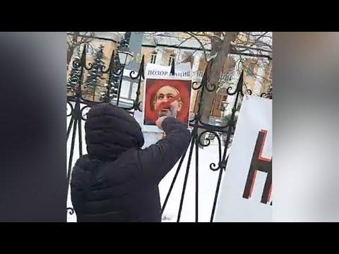 Ոչ Նիկոլին ու իր թիմին. հայերը ՌԴ-ում ՀՀ դեսպանատան դիմաց պահանջում են Փաշինյանի հրաժարականը