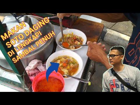 Makan Soto Daging Di Pinggir Sungai Khas Kuliner Indonesia Youtube
