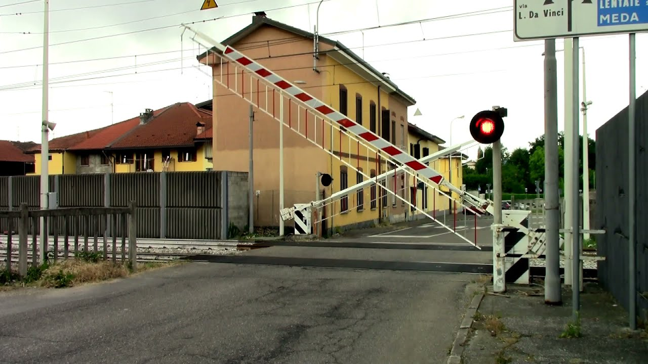 Barlassina (I) Passaggio a Livello // Level crossing //