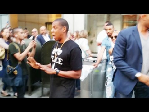 Jay-Z Gets Pissed Off After A Paparazzo Hits His Bodyguard