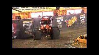 Grave Digger vs Gas Monkey Garage Monster Jam World Finals Quarter finals 2016