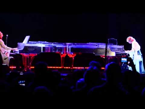 Yoshiki performs with his hologram at SXSW 2014