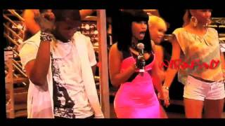 Download Usher feat. Nicki Minaj - Lil Freak [LIVE SUMMERJAM 2010] MP3 song and Music Video